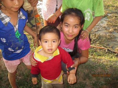 ラオス北部紀行(100)ラオスの田舎の子供達。