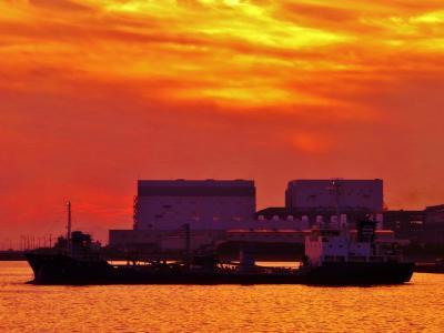 旧堺燈台からのぞむ大阪湾の夕焼け