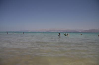 【イスラエル】死海で初浮遊
