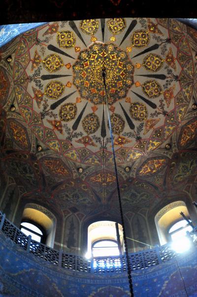 コーカサス3国周遊 10世界遺産エチミアジン大聖堂と宝物展示室
