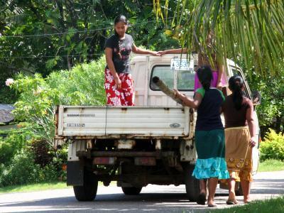 ミクロネシアでホームステイ。【コスラエ】の旅(3)~ヒッチハイクな通学風景。