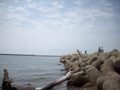 寺泊の海辺で遊ぶ