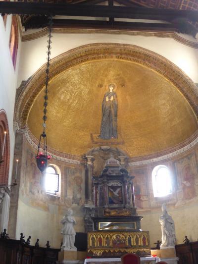 グラスファクトリーツアーでムラノ島に行き、ファクトリー見学に合わせて2つの教会を訪問 本島に移動しサンザッカーリアに2014
