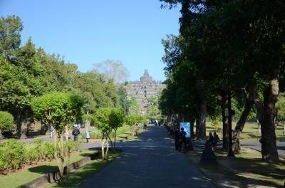 インドネシア(3)ボロブドゥール・プランバナン