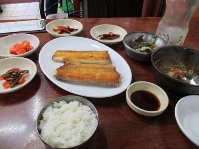 慶北大邱フェッチッ キョンブッテグフェッチッ  焼き魚通りで朝食