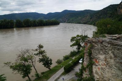 2014 中欧旅行記6:ヴァッハウ渓谷に濁流のドナウを見る