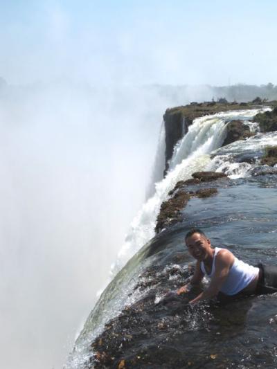 悪魔のプールで泳ぐ! 命からがらビクトリアの滝!!
