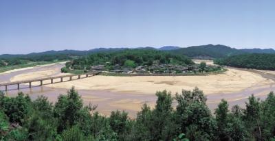 村をぐるりと水で囲まれた栄州市ムソム村