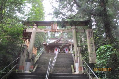 高天原神話の発祥の弊立神社とめずらしい横参道に楼門が特徴の阿蘇神社