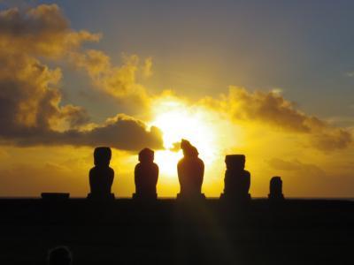 日の出も日の入も神秘的な!イースター島!
