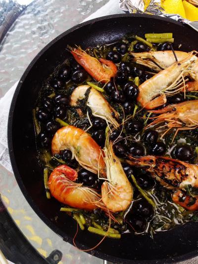海老ガール。~シンガポールの釣堀まわり~今日の献立はガーリックオイルの海老炒め&・・・味噌汁