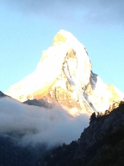 ダイナミックな氷河と4000Mの山々