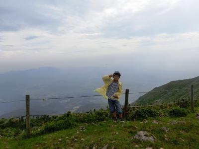 孫3人と伊吹山(標高1,377m)に登ってきました