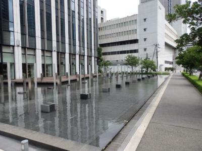 日本の旅 関西を歩く 大阪市福島区の大阪中之島合同庁舎、堂島クロスウォーク、朝日放送(あさひほうそう)堂島リバーフォーラムのRed&Blue周辺