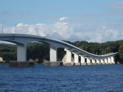 能登島大橋を渡って,本土に帰る。こっちの橋もおもしろい。