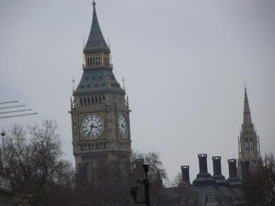 一箇月の間、断続的に英国に滞在しました
