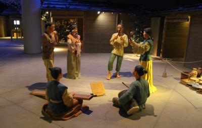 日本最古の貨幣富本銭鋳造場所に建つ奈良県立万葉文化館