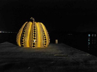 ベネッセハウス**アートなリゾートアイランド直島(岡山に近い香川県)