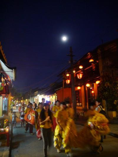 ダナン直行便で行くベトナムリゾートのんびり旅② ホイアン街歩き スーパームーンとランタン祭り