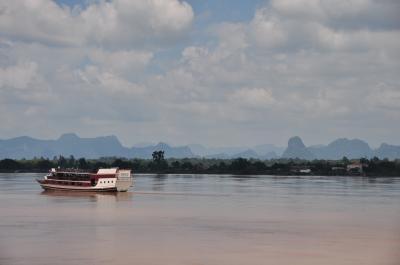 タイからラオスへ国境越え~ナコンパノムから第3友好橋を経てタケークへ