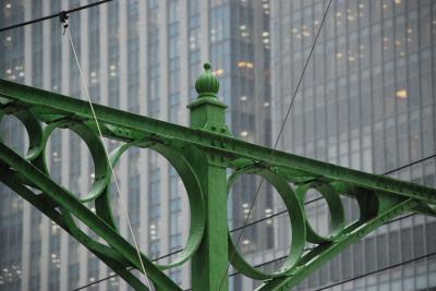 東京駅の隠れた建造物「レリーフ飾りの支柱」(東京)