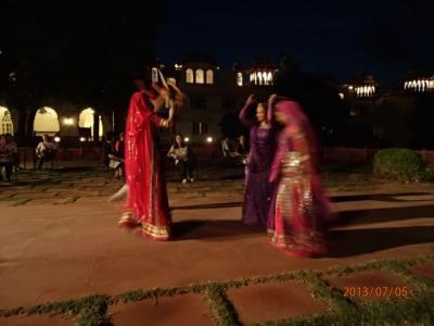 インド世界遺産の旅(15)マハラジャホテルでの歓迎舞踊。