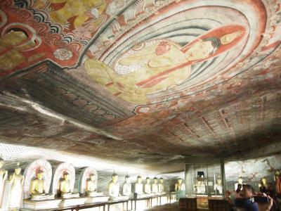 スリランカ最大の石窟寺院があるタンブラ