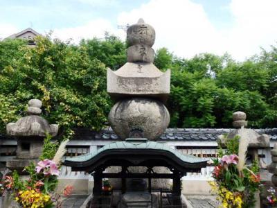 日本の旅 関西を歩く 大阪市天王寺区の一心寺(いっしんじ)本多忠朝の墓所周辺