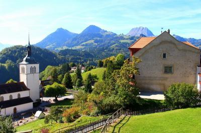 お天気に恵まれた秋のスイス周遊10日間(グリュイエール・ベルン観光)