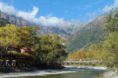 一人で歩く秋の上高地 日帰りバスツアー