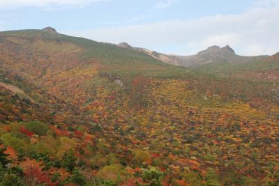 雄大な紅葉の安達太良山と仙山線交流電化秘話(福島・宮城)