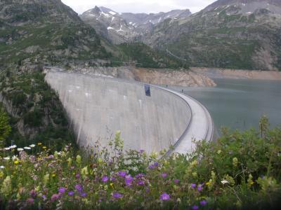 フネス谷、チロル、フォアアールベルク、エンガディン、アレッチ、ヴェルヴィエでハイキング 【87】 モンブラン・エクスプレスの次にケーブルカーなど乗り継いでエモッソン湖へ!のはずが…