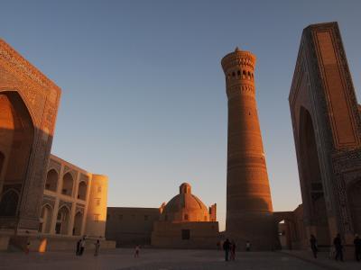 シルクロードの青い宝石 ウズベキスタンで 出会い旅 (2)シルクロードの面影を濃く残す町 ブハラ