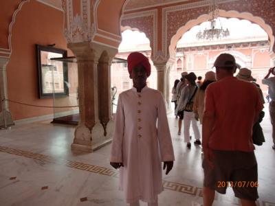 インド世界遺産の旅(21)「City Palace」の衛兵。
