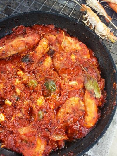 海老ガール。~シンガポールの釣堀まわり~今日の献立はギリシャ風海老のトマトソースの煮込み+グリル野菜