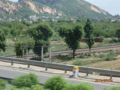 インド世界遺産の旅(24)インドの大地を走り抜けアグラへ。