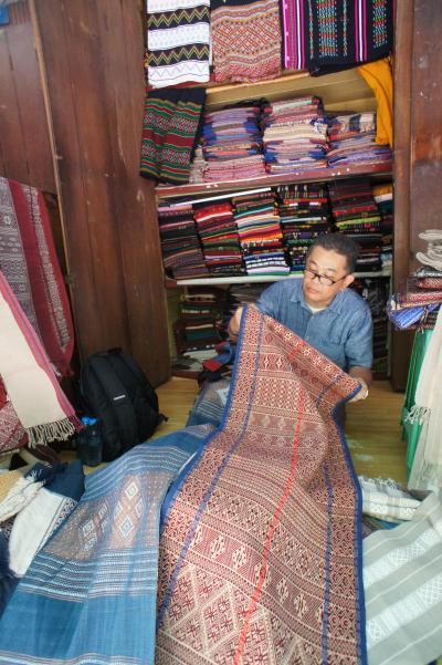 緬甸憧憬(18) 迎光(ヤンゴン)ボージョー・マーケットで織物屋の主人に間違えられ、ガバナーズ・レジデンスで寛いでから空港へ向かう。
