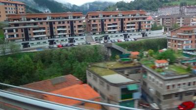 ピレネーの美しき自然と素朴な村々(81) ゲルニカ サン・セバスティアンからゲルニカへの車窓風景
