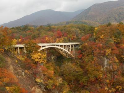 紅葉の鳴子峡見物と日本こけし館見学
