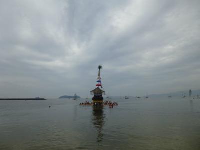 三谷祭の「海中渡御」