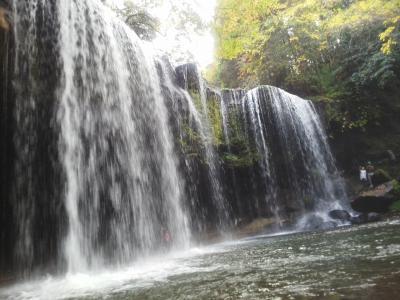 マイナスイオンをたっぷり浴び滝の裏側から見よう鍋ヶ滝  ※熊本県小国町