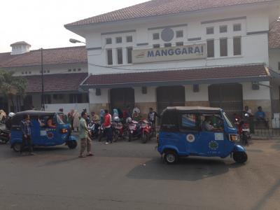 初ジャカルタ一人旅  電車でマンガライからコタ地区へ