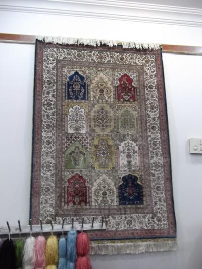 トルコ史跡巡りの旅(26)カッパドキアの絨毯工房。