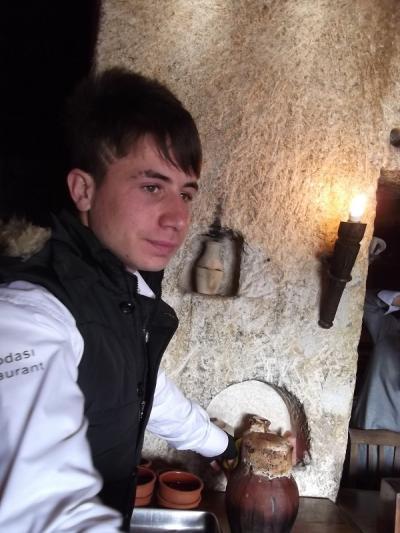 トルコ史跡巡りの旅(28)「洞窟レストラン」でのカバブ料理。