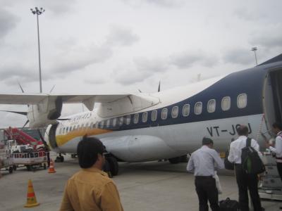 2014 ハイデラバードからプネーにジェット航空で移動して名物ターリピースってのを食べてみました!