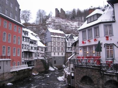雪のアイフェル、モンシャウのクリスマス