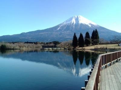 逆さ富士を見ながらウォーキング。