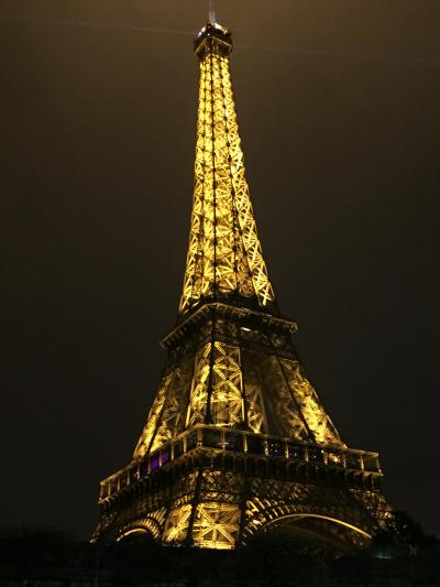 冬のパリへ、一泊で。