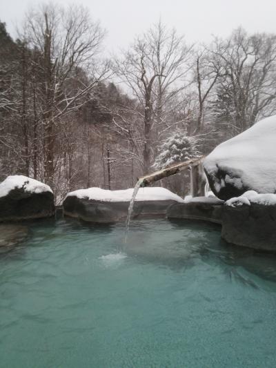 秘湯 手白澤温泉で雪見湯