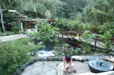 熱帯雨林で露天風呂♪ アレナル火山は天候不順で見えず。旅行最終日にタバコン温泉で湯治もどき・・。